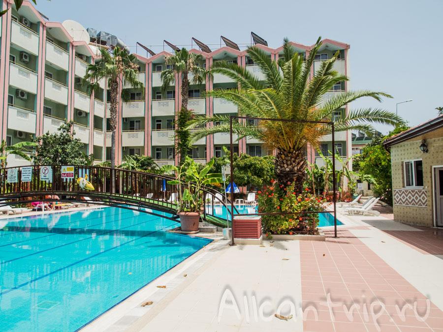 дешевый отель с бассейном и водными горками в Сиде