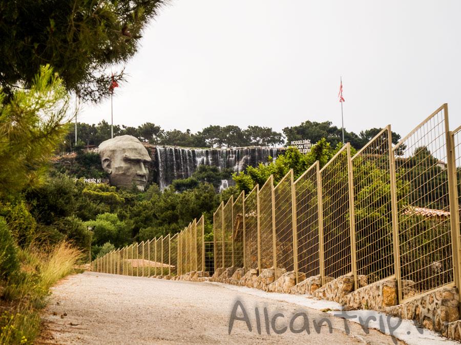 водопад в зоопарке Анталии