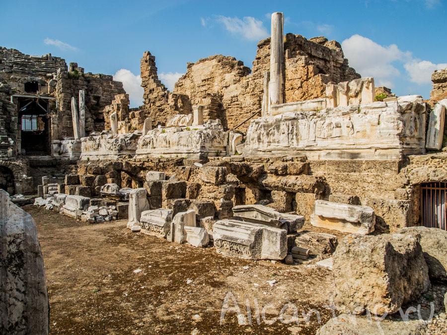 развалины античного театра в Сиде