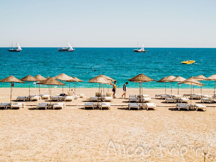 пляж в Анталии Коньялты
