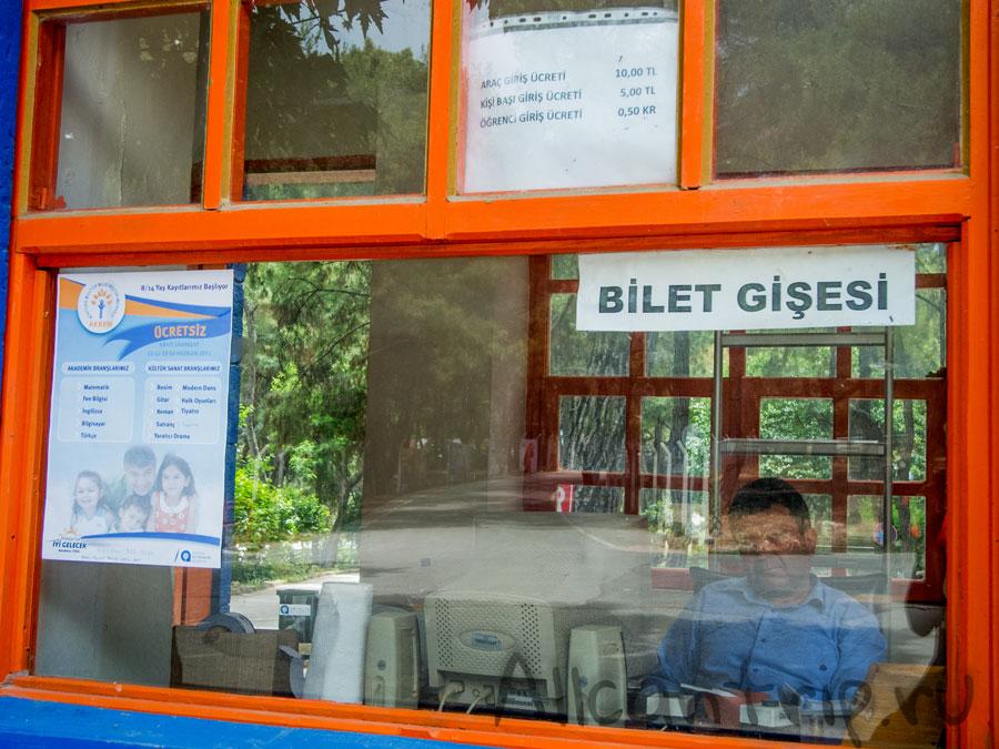 билетная касса в зоопарке Анталии