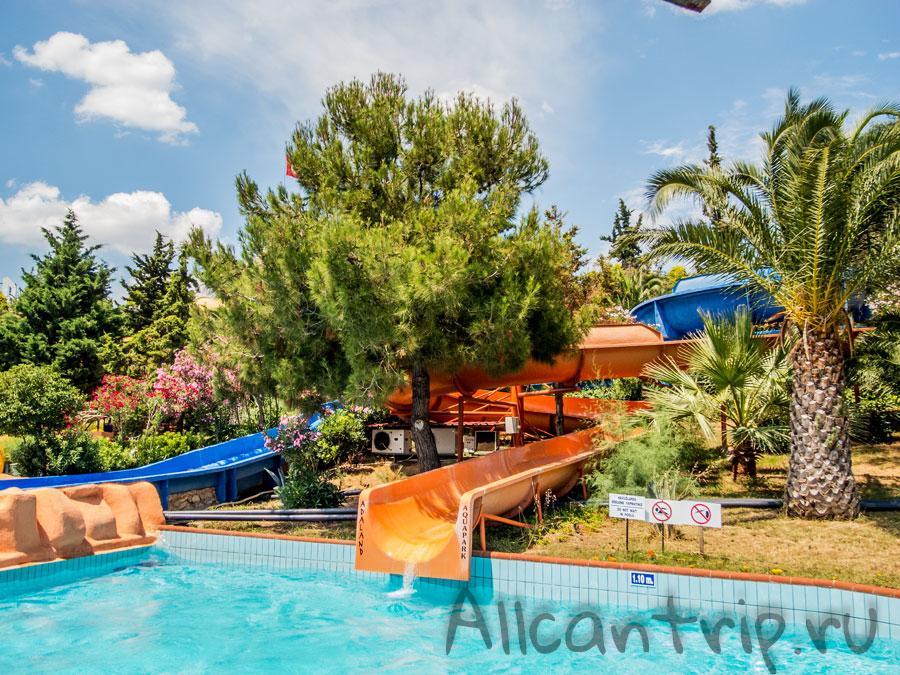 горки в аквапарке Адалэнд Кушадасы