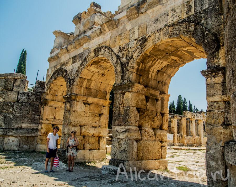 главные ворота в Иераполис