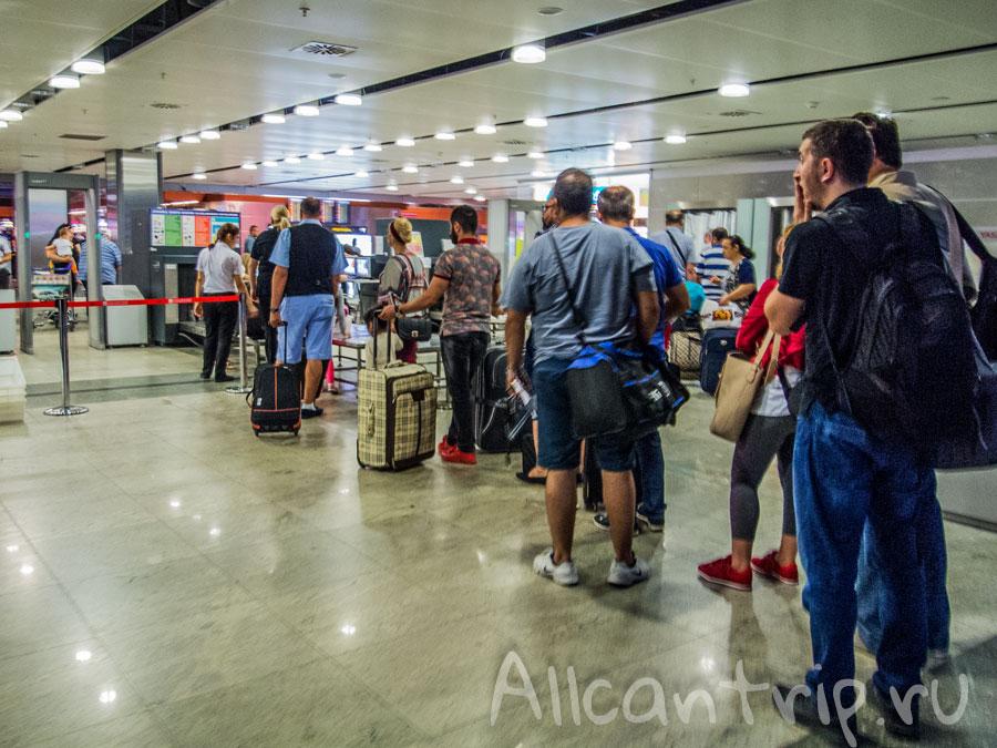 очереди в аэропорту Сабиха Гекчен