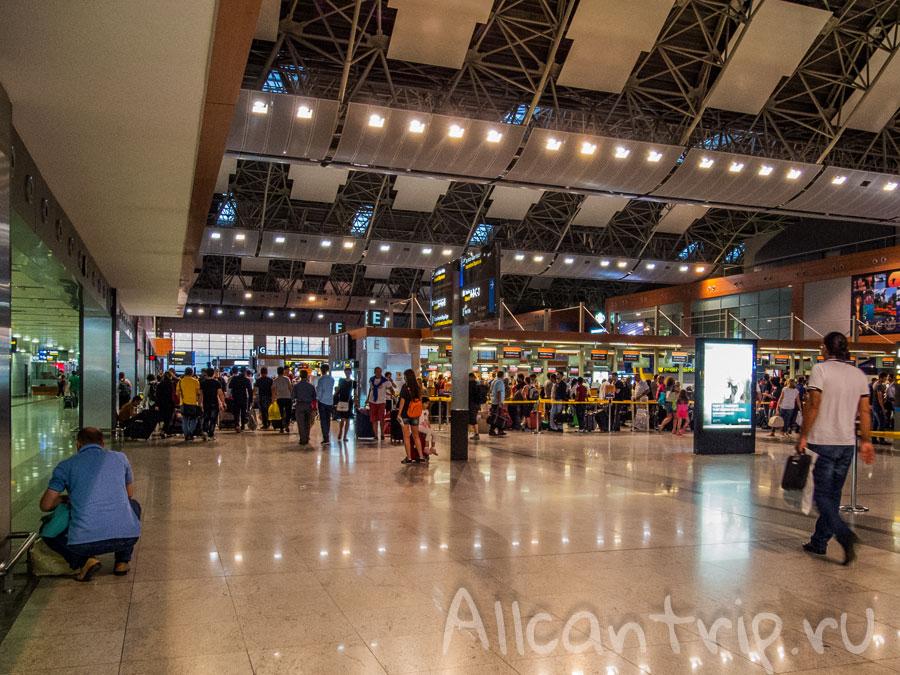 в аэропорту Сабиха Гекчен фото