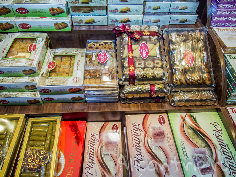 сувениры в аэропорту Сабихи Гекчен