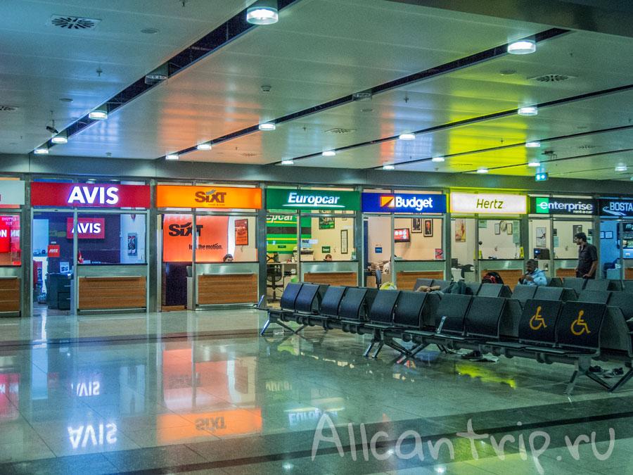 зал ожидания в аэропорту Сабихи Гекчен