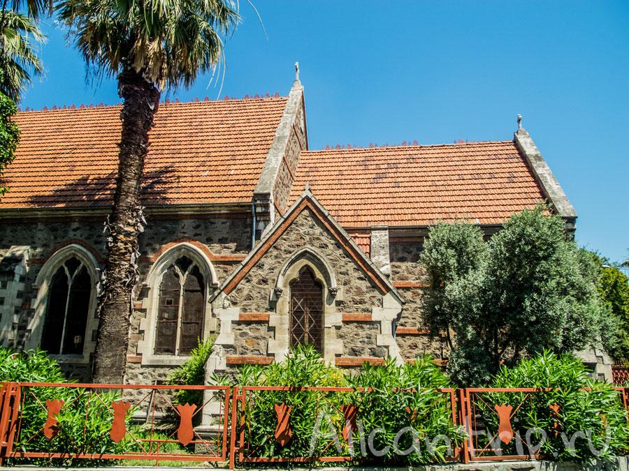 католический храм в измире
