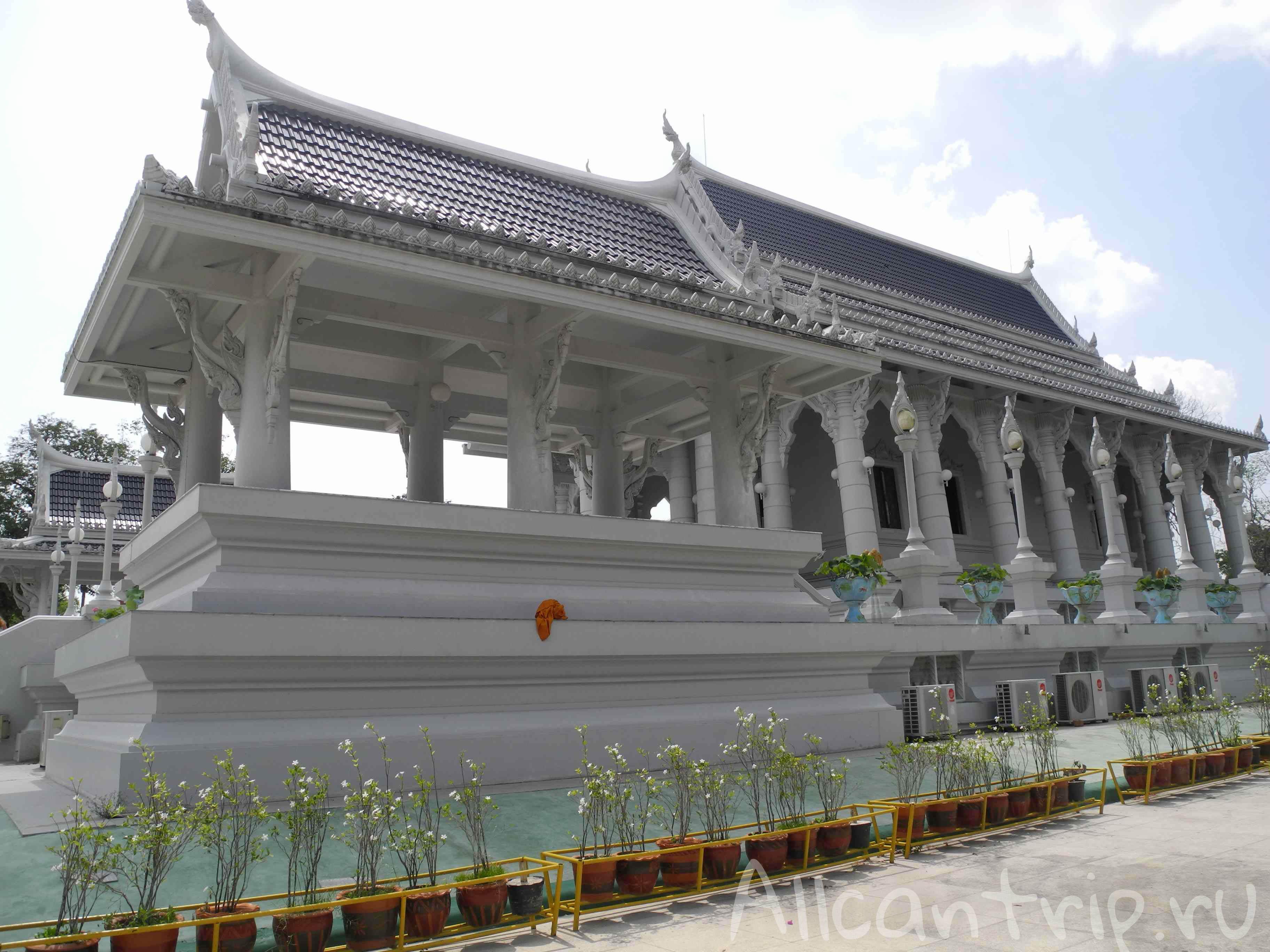 Белоснежный храм в Краби тауне