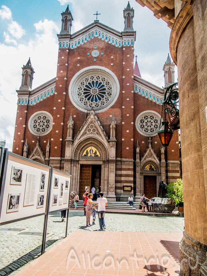 улица истикляль готический собор