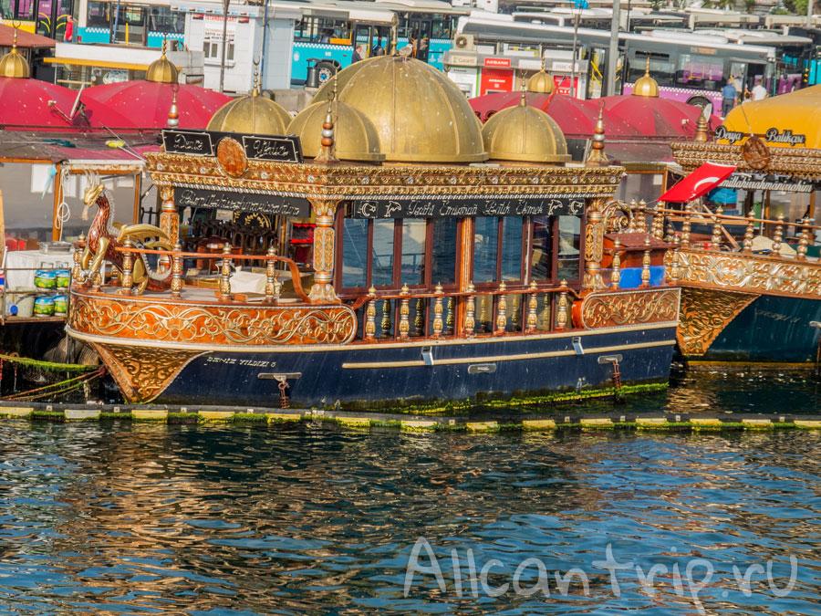 лодки галатский мост