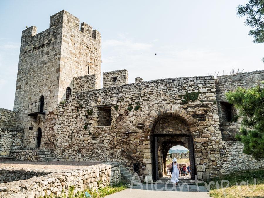 крепость в сербии