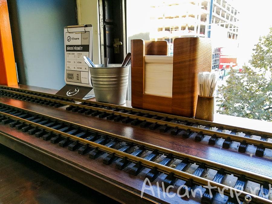 прага кафе поезд привозит пиво