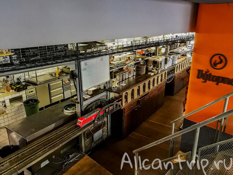 пивной ресторан с поездом прага фото
