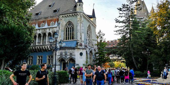 Замок Вайдахуняд в Будапеште - достопримечательность Будапешта