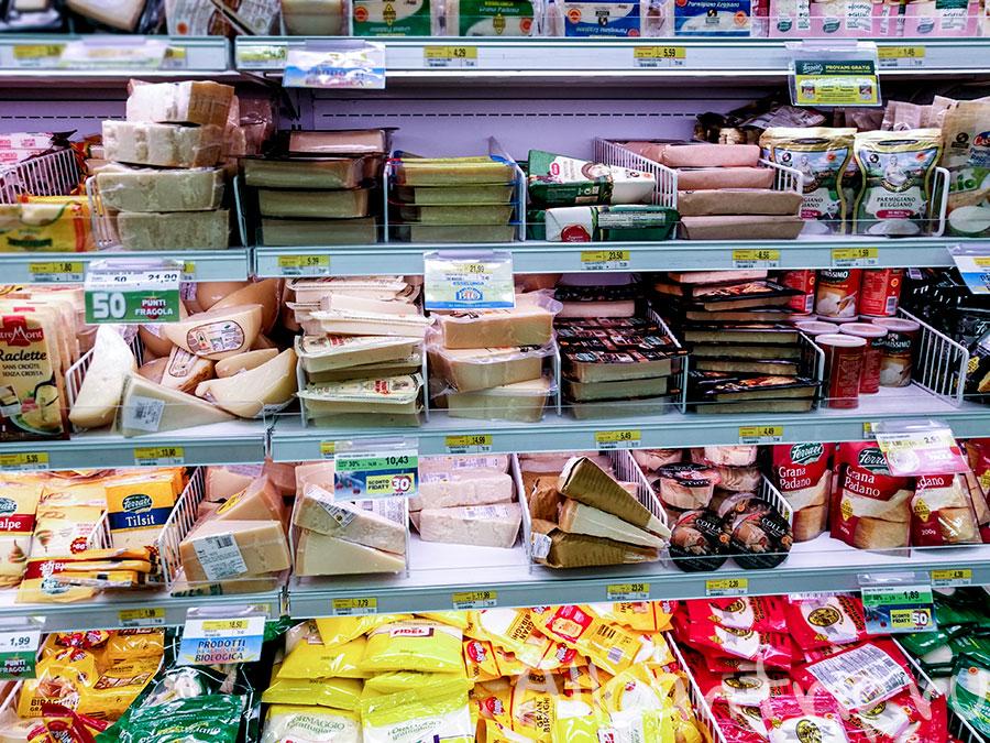 сыры в милане в супермаркете
