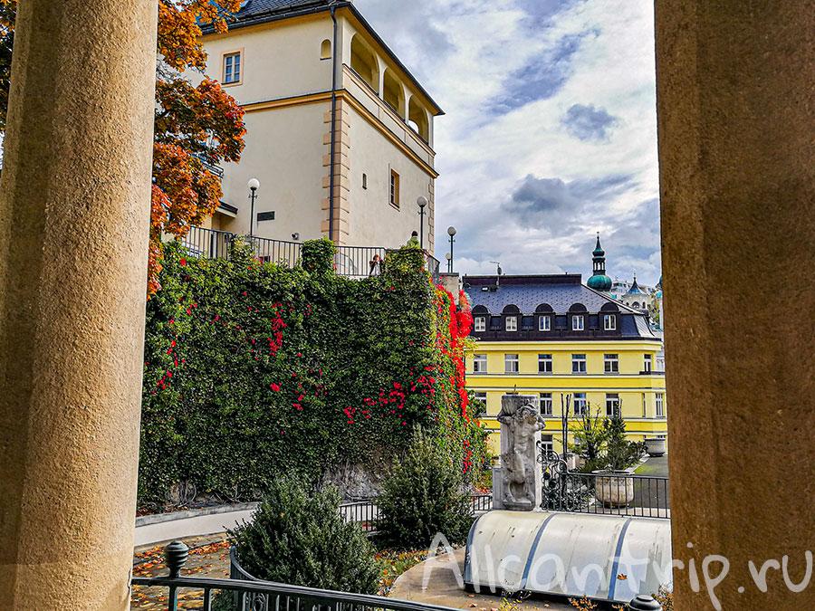замковая колоннада в карловых варах фото